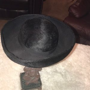 Ladies hat great condition worn maybe once